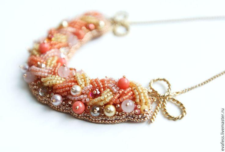 """Купить Колье """"Нежность. С бантиками"""" - бледно-розовый, розовый, персиковый, бежевый, нежный, нежность"""