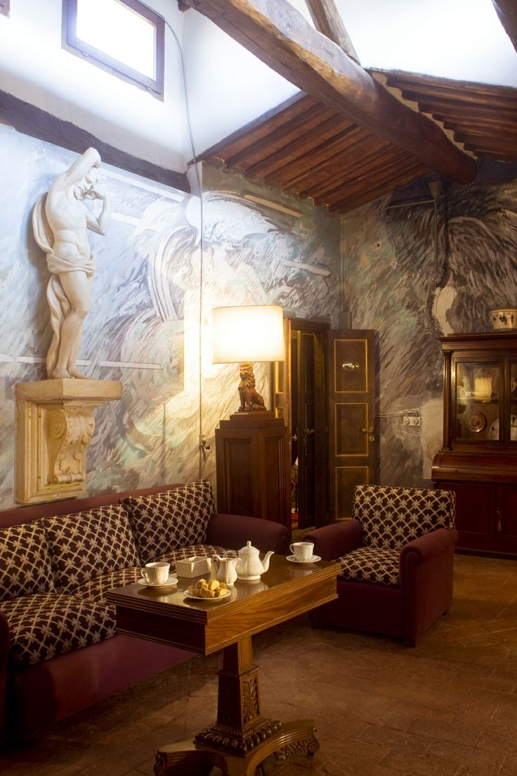 Suite Emilio Farina: walls painted by Italian artist Emilio Farina - Relais La Suvera