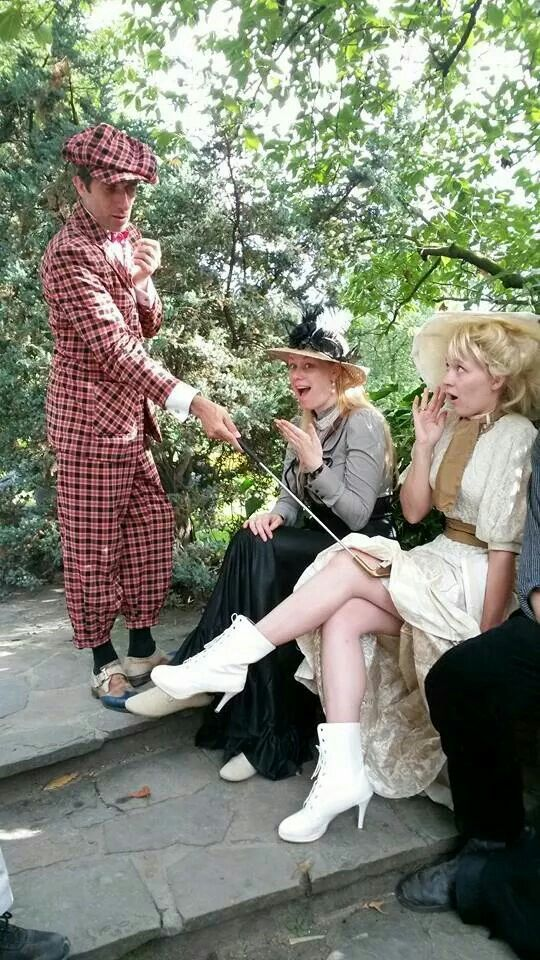 Oh my! Victorian Belle Epoque in Antwerp Zoo! Miss Morningstar in creme brown!