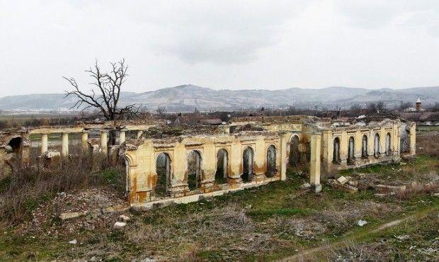Maroscsesztvei Mikes kastély romjai| Monumente Uitate