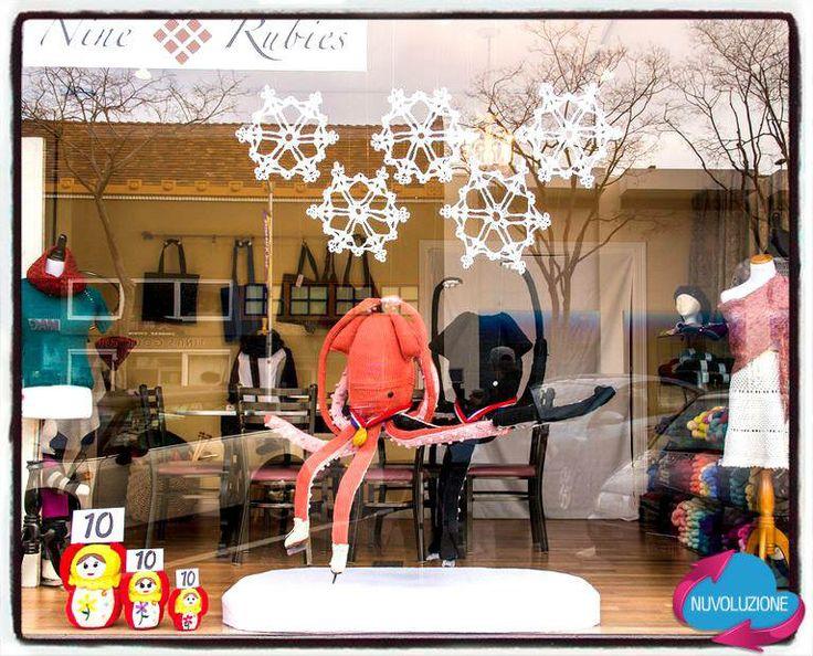 Questo è l'allestimento di un negozio californiano in onore delle #OlimpiadiInvernali di quest'anno a #Sochi. www.nuvoluzione.com - news e consigli per il tuo negozio di moda
