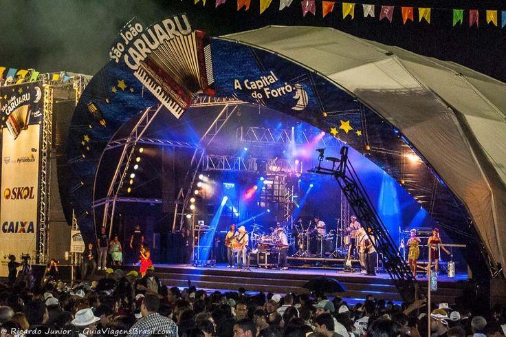A festa de São João é enorme na Capital do Forró - Caruaru, em Pernambuco. Confira >>> http://www.guiaviagensbrasil.com/blog/sao-joao-caruaru-pernambuco/