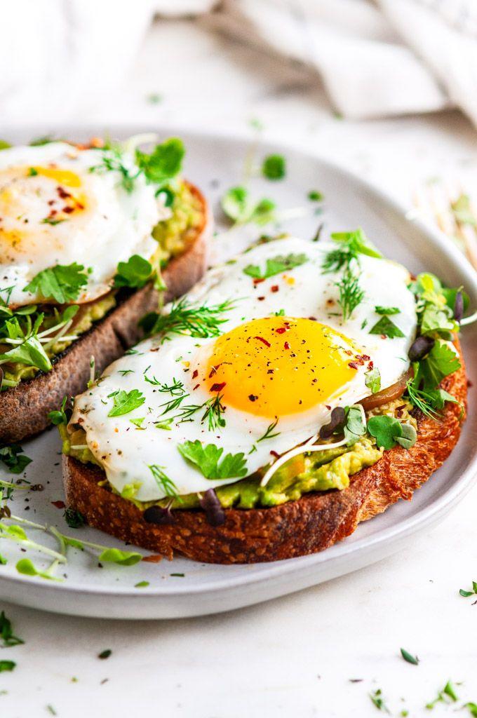 Avocado Egg Breakfast Toast 10 Minute Balanced Vegetarian Breakfast With A Perfect Sunny Si Breakfast Toast Egg Avocado Breakfast Mexican Breakfast Recipes