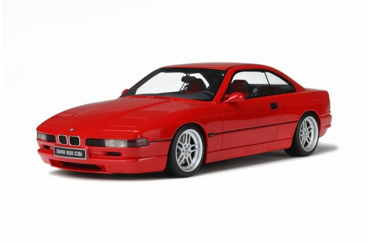 When the series 8 Coupé (e31) was presented in September 1989, the BMW flagship – albeit equipped with a massive V12 of 300 hp – was received very poorly by sport car aficionados. It was only 2 years later that the 850 CSi came to fill the void, thanks to an intervention by Motorsport. Managing to get the most out of its 380 hp engine, it was the only car with six gears, giving it record performances within its category: 25,8 seconds to cover one kilometer from a stop-start, and 0 to 100…