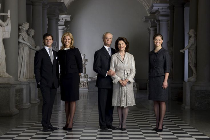 magmilmm via srahbellar:  Formal Picture of the Swedish Royal Family (pre 2010)-Prince Carl Philip, Princess Madeleine, King Carl Gustaf, Queen Silvia, Crown Princess Victoria