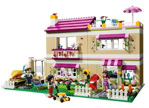 CASA OLIVIEI (3315) Olivia, parintii ei si pisica locuiesc intr-o casa mare si luminoasa cu multe camere destinate petrecerii timpului si distractiei !