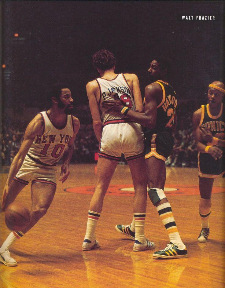 Walt Frazier (10), Phil Jackson (18), Spencer Haywood (24), Slick Watts  1974/75 Seattle Supersonics at New York Knicks