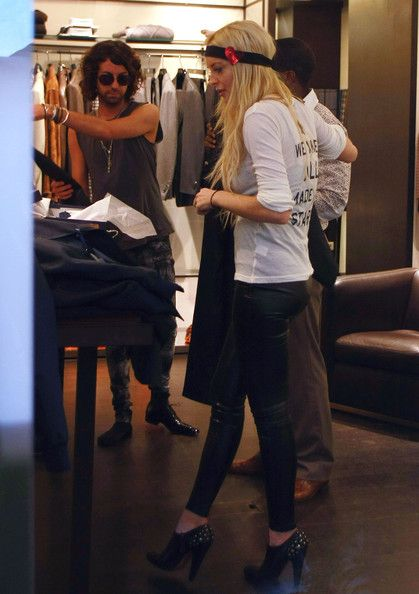 Lindsay Lohan Photos - Lindsay Lohan tries on various outfits at the Ungaro store whilst sister Ali Lohan looks on. - Lindsay Lohan Shops Ungaro