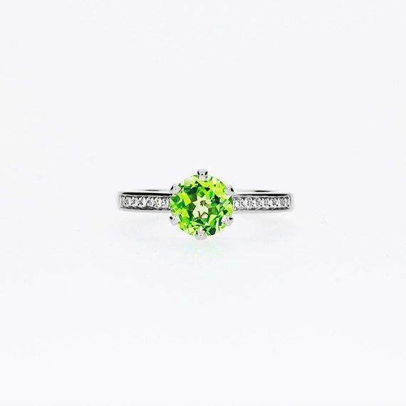 Petite Crown ring with Peridot in Platinum