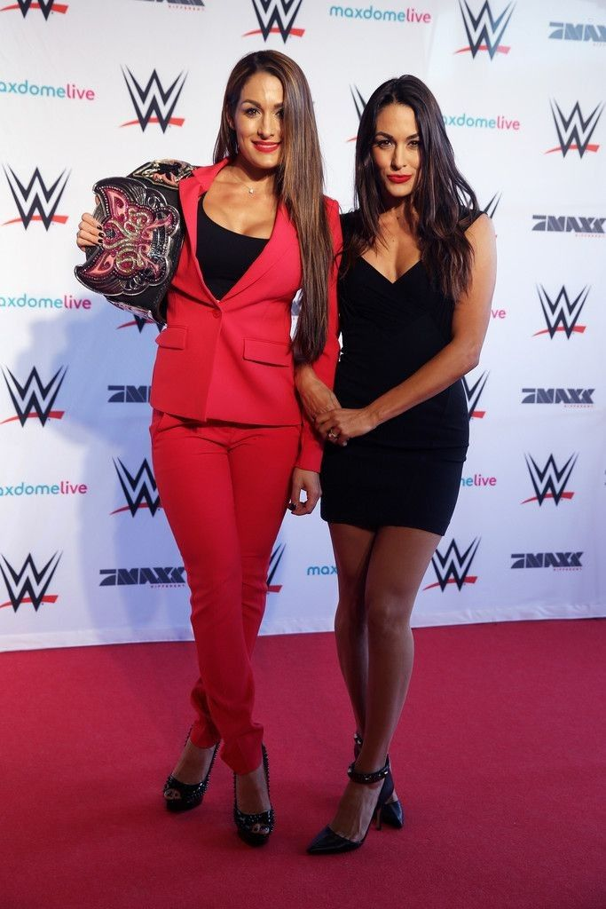 Nikki and Brie Bella..... - Celebrity Fashion Trends