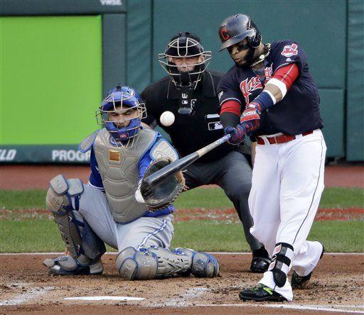 Cleveland amansa los bates de Azulejos y saca ventaja 2-0 - http://www.notiexpresscolor.com/2016/10/16/cleveland-amansa-los-bates-de-azulejos-y-saca-ventaja-2-0/
