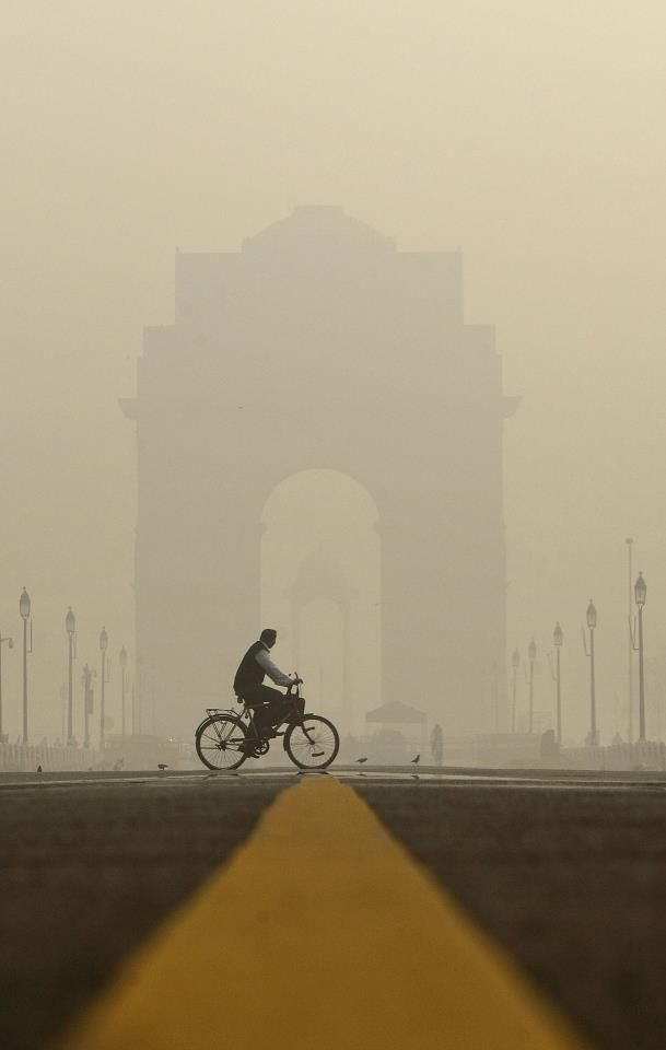 A view of India gate, #Delhi, in early morning of winter http://www.freedomtradeinternational.org/