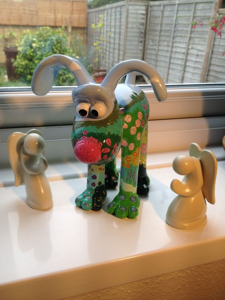 This is my mini Gromit Blossom, safely home from Gromit Unleashed with two little gaurdian angels.....