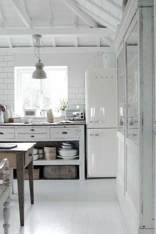 Kitchen in white.