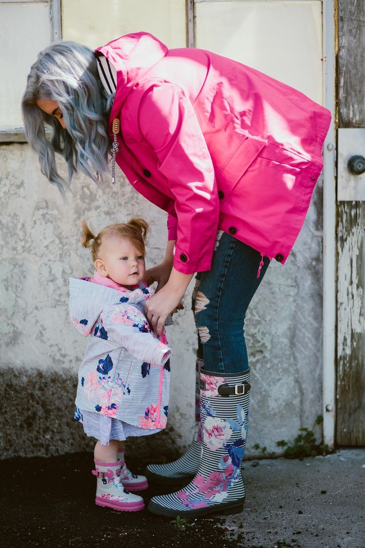 RAINY DAY OUTFITS WITH JOULES | The Red Closet Diary | Instagram @ jalynnschroeder | rain boots, Joules, rain clothes, baby rain boots, baby joules, toddler Joules, toddler outfit, rain jacket, mommy and me, floral and stripes, blue hair.