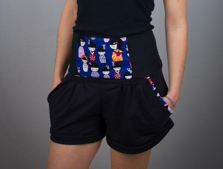 """Short pour femme de coupe tailleur, ceinture taille haute, finitions et motifs """"matriochka"""" bleu roi, kawaii, inspiration : Pantalons, jeans, shorts par all-by-k"""