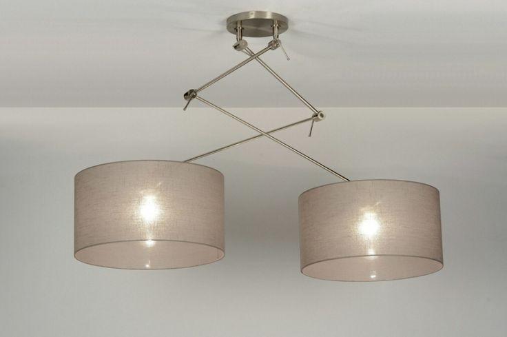 Mooie grote hanglamp met 2 stoffen kappen voor bij een grote tafel / eettafel bij www.rietveldlicht.nl verlichting