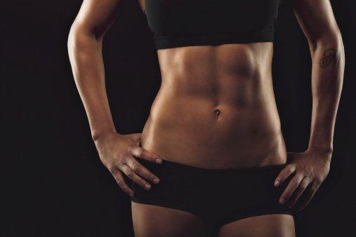 Na vytvarování břišních svalů jen samotné posilování nestačí Foto: