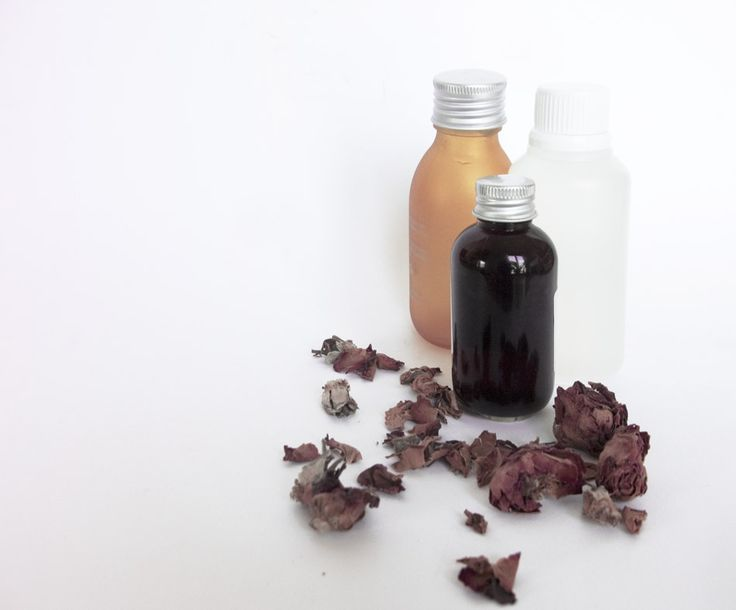Limpiador facial para piel grasa y sensible: Agua floral. Glicerina. Gel de aloe vera.