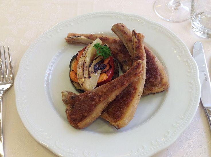 Seared lamb chops served with grilled seasonal vegetables. Lombo di agnello con tortino di verdure alla griglia.