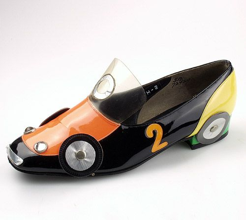 BETH LEVINE - Race car shoe - 1965 - Patent leather, clear vinyl, glass studs, aluminium rings, kidskin lining, leather sole
