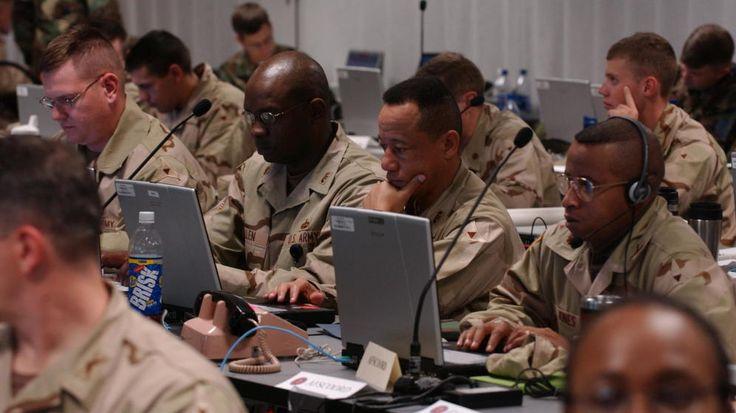 Guerra virtual contra el estado islámico Cibercomando: la unidad más temida (y avanzada) del ejército estadounidense  Análisis de comunicaciones en tiempo real y envío de mensajes engañosos para coger al enemigo fuera de juego. Estas son algunas de las tácticas de la guerra virtual Foto: Tropas de Estados Unidos, durante un simulacro. (Corbis)