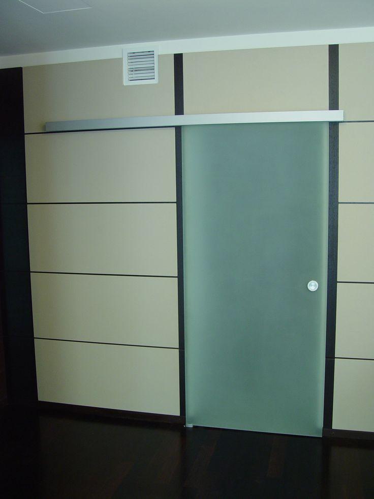 Матовое стекло, дверь. Современное решение и практичное решение в офис.