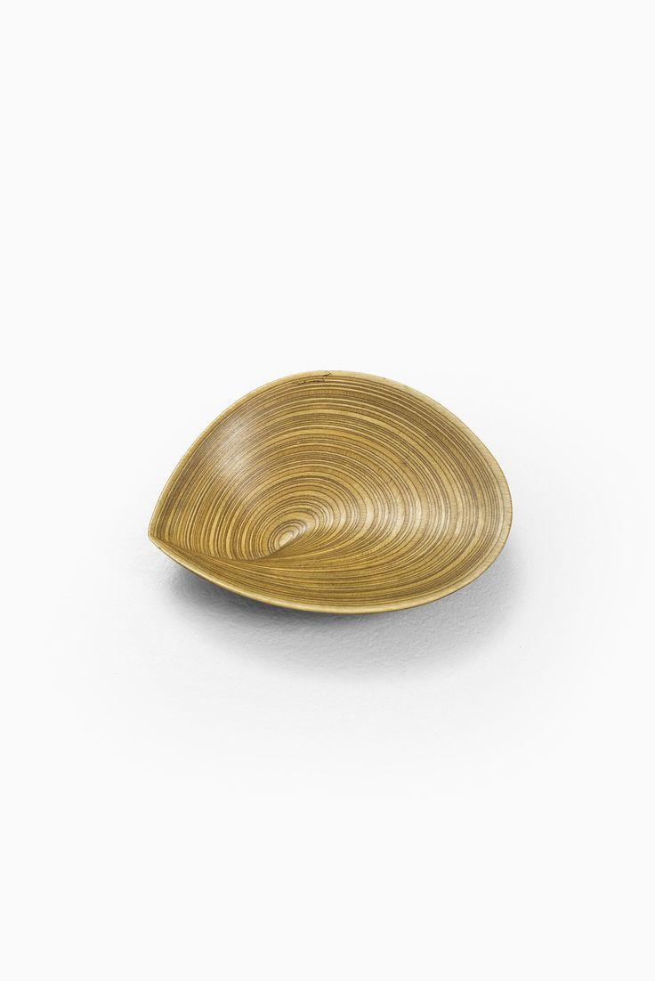 Houten schaal van Tapio Wirkkala in de vorm van en blad.
