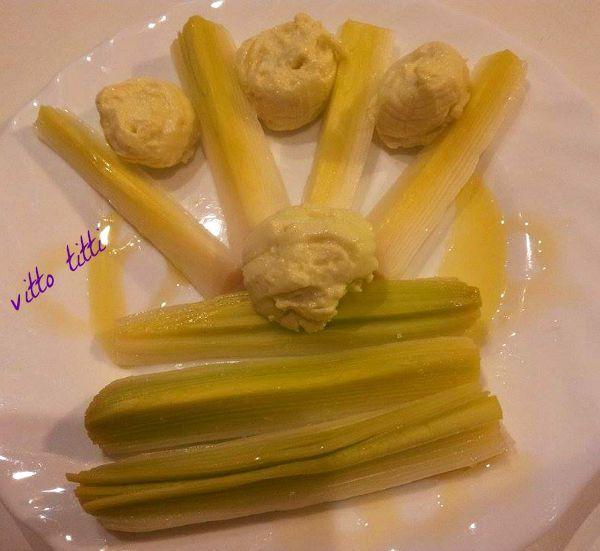Porri con salsa all'aglio