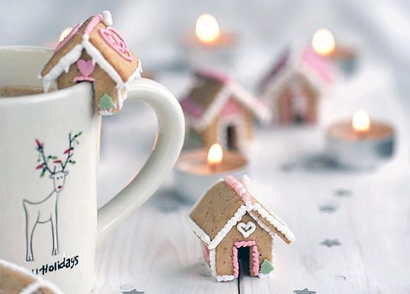 Mini Gingerbread Houses - cutest food ever!!!!!! It's so cool how they put it on the cup like that...it makes it even cuter!!