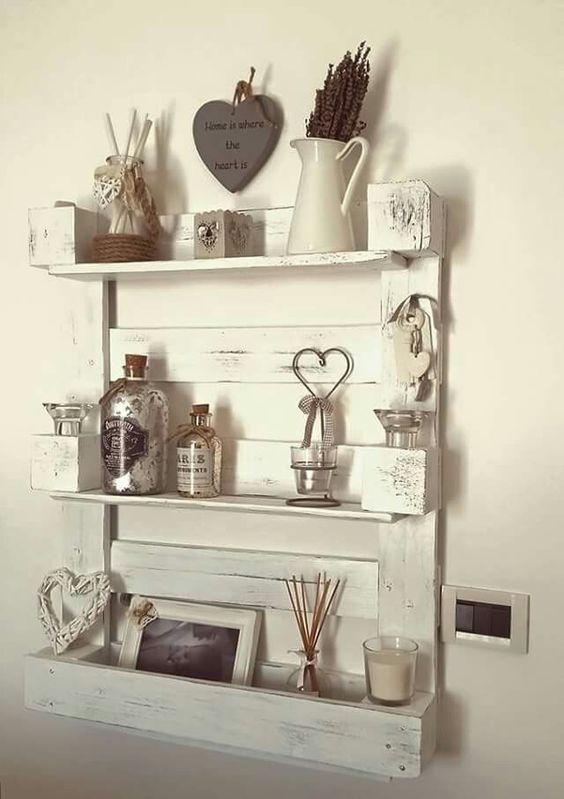 Le mensole sono fondamentali per l'estetica della casa e chi ama lo stile Shabby Chic lo sa benissimo! Oggi vogliamo infatti darvi qualche consiglio al proposito, addentrandoci nella presentazione di qualche idea per mensole fai da te.