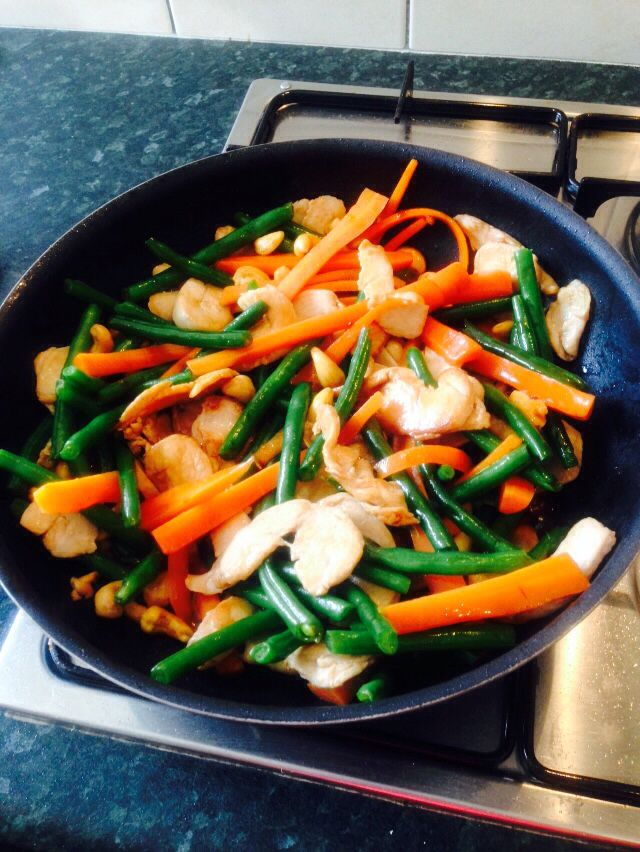 Organic chicken, cashew, garlic and vegetable stirfry