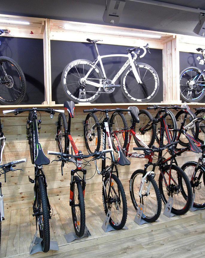 Cajas de madera para tienda de bicicletas
