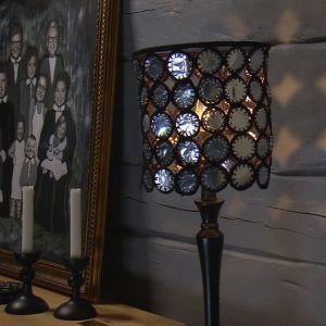 Lees lampskärm av återanvända värmeljuskoppar