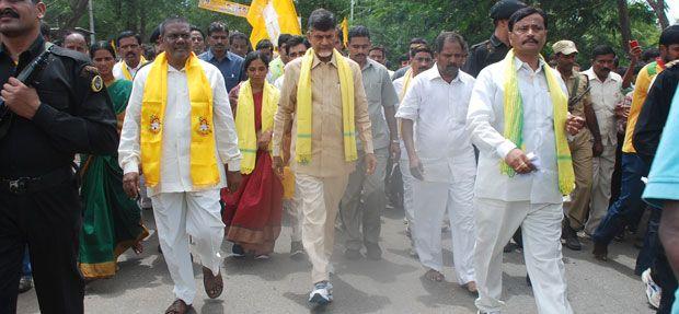 Telugu Desam president N Chandrababu Naidu has found something amiss in the CBI's probe into the now famous Vodarevu and Nizampatnam Project ... http://www.frontpageindia.com/andra-pradesh/naidu-wonders-why-dharmana-was-not-arrested/46035
