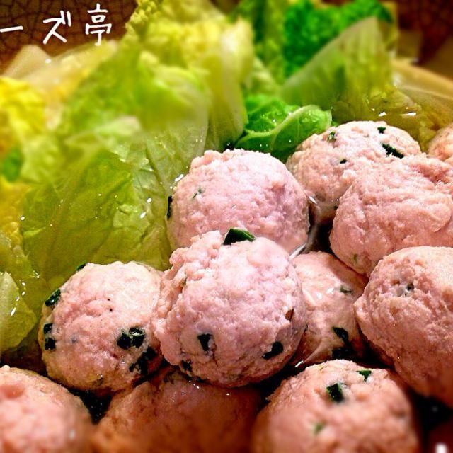ここ最近朝晩の冷え込みが…やっと秋っぽくなってきましたから、アッサリ温まるー食べ物って事で、オサンが鶏つみれを作り、だし昆布を入れた鍋でつみれを作り、白菜とあわせてみましたーの  美味い(´・Д・)」  それだけ…オーホホホʕ-̼͡-ʔ - 54件のもぐもぐ - 今宵コーズ亭【鶏つみれ白菜鍋】 by fckoji1972