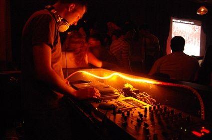 Cómo descargar efectos de sonido de Virtual DJ   eHow en Español