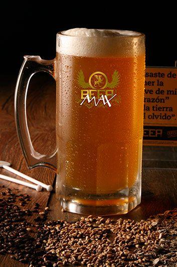 Cerveza Rubia artesanal, Liviana tipo inglesa y con buena presencia de lúpulo en sabor y aroma sin llegar a ser amarga. Se usan maltas pálidas y acarameladas que le dan un color dorado y excelente cuerpo.