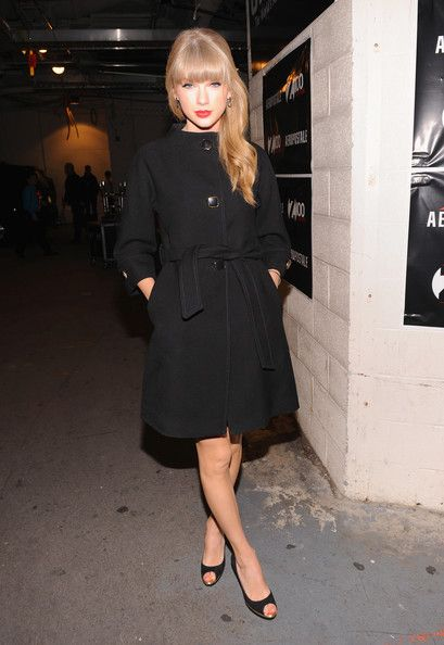 Taylor Swift Wool Coat - Taylor epitomized winter elegance in this black '60s-inspired wool coat.