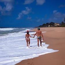 """Paula Fernandes passeia com o namorado na praia: """"Bom assim!"""""""