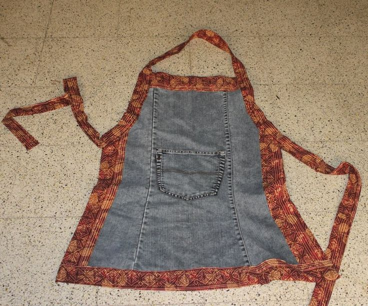 DIY apron from a pair of jeans https://crazycookup.wordpress.com/2015/06/16/apron-from-used-jeans/