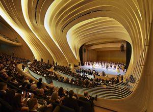 ヘイダル・アリエフ文化センター