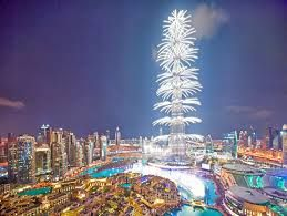 Dubai- die New Commer Metropole schlecht hin  Wer voll im Trend liegen möchte dieses Jahr, fliegt nicht nur im heißem Sommer, sondern auch an Silvester. Ein Feuerwerk der Superlative ist euch hier garaniert
