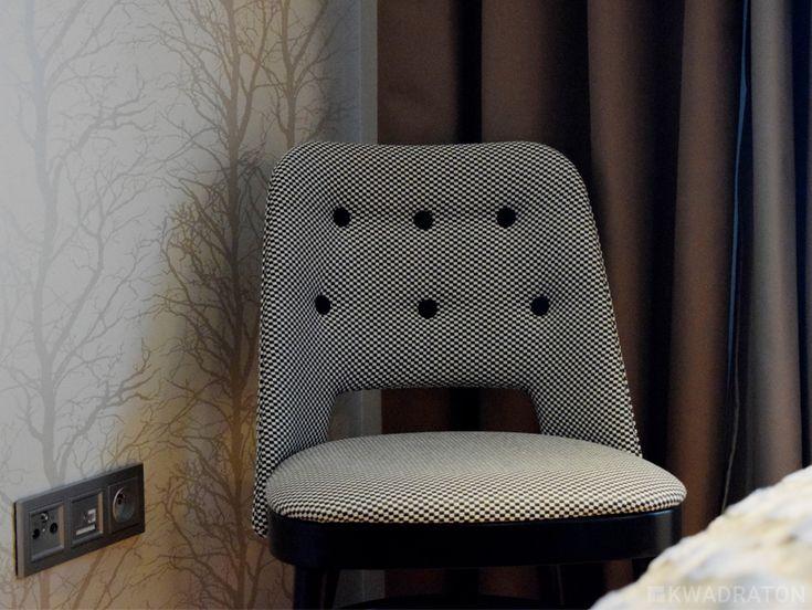 Kwadraton krzeslo w kratke