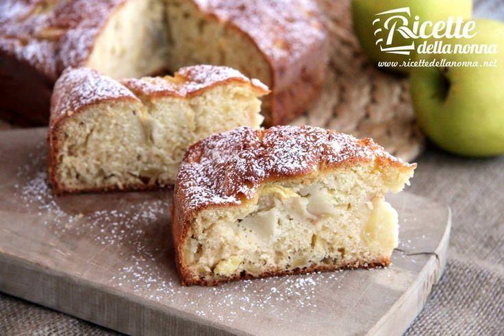 La torta di mele nell'originale ricetta della nonna. Seguite le istruzioni passo passo per preparare una torta di mele soffice e profumata.