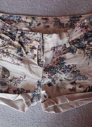 Kup mój przedmiot na #vintedpl http://www.vinted.pl/damska-odziez/szorty-rybaczki/9206827-kremowe-szorty-w-kwiatki