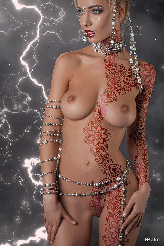 Exotic erotic bodypaint