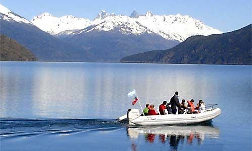 Lago Puelo, en la Comarca Andina del Paralelo 42, Chubut