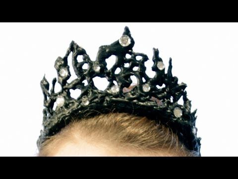 DIY Black Swan Melted Metal Crown (Glue sticks, how clever!)