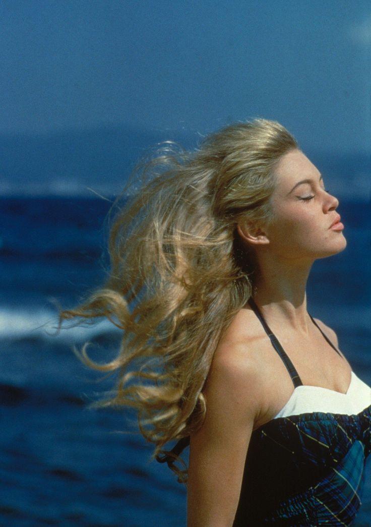 Schnell einen Teint wie von der Sonne geküsst? Harper's Bazaar stellt die neue Sheet Mask mit Selbstbräuner vor